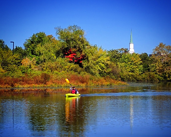 fall-kayaking-waltham